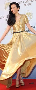 莫文蔚性感金色长裙迷人