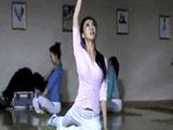 健身房女主角练瑜伽八卦生活