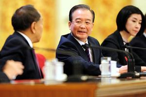 温家宝答问:最大危险在腐败 要解决人民怨气