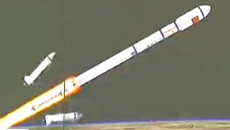 直击天宫一号与火箭分离迸射绚丽火焰