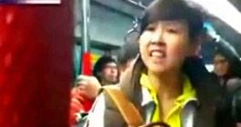内地游客香港地铁内进食
