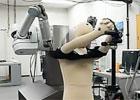 能帮人穿衣服的机器人