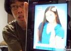 日本宅男狂吻iPad美女