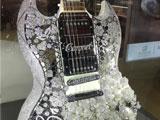 进博会最闪耀展位:400克拉钻石吉他
