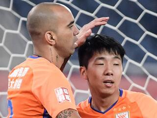塔神传射刘洋生涯首球 鲁能总比分4-0一方进决赛