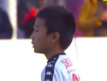 孔令容通过自己的表现成为中国足球小将队中中场的关键先生!