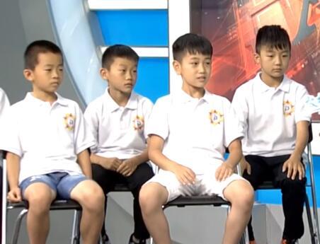 敢梦少年小球员一一自我介绍 信心满满看出中国足球希望