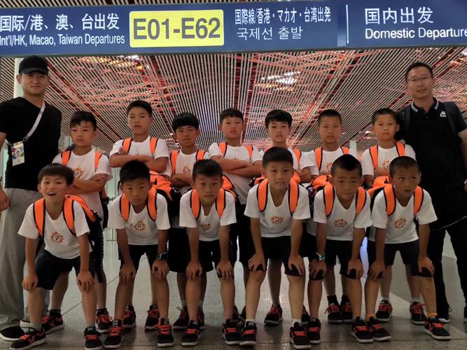 敢梦少年团出发奔赴俄罗斯 中国少年即将圆梦世界杯