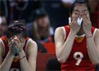 中国女排不敌日本无缘四强 姑娘们伤心流泪