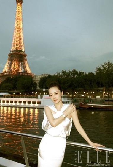 图为巴黎夜色下的埃菲尔铁塔与塞纳河高清图片