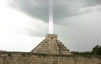 玛雅金字塔的神秘光束