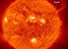 4月太阳上的大型UFO