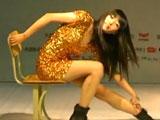 性感美女王晓路秀凳子舞