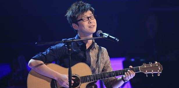 实力唱将丁少华自弹自唱感动中国好声音全场